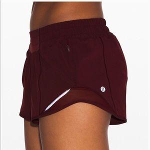 NEW Lululemon Hotty Hot Shorts 6 Tall